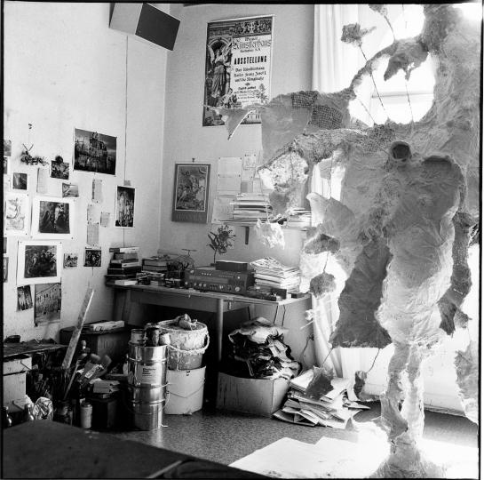Erika Kiffl Atelier von Bernard Schultze, Köln 1978 Silbergelatine auf Barytpapier, 29,1 x 29,1 cm Museum Kunstpalast, AFORK, Düsseldorf