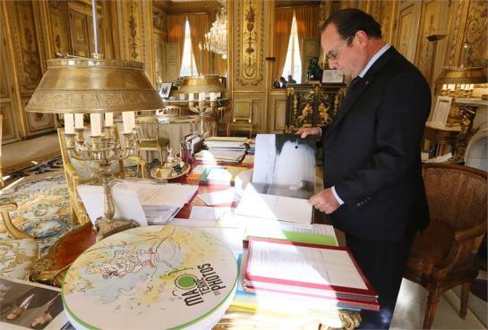 HP Love Planet Francois Hollande Paris