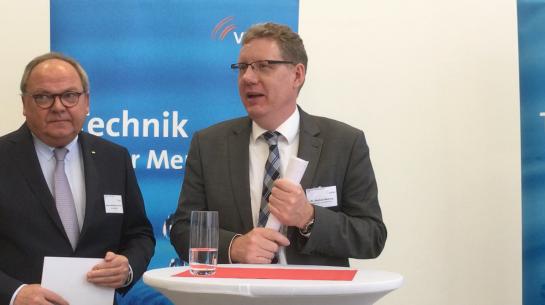 W M Dornscheidt und Dr. Heering